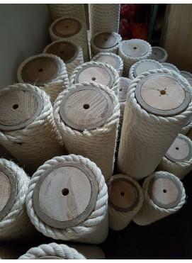 Luxucat poles